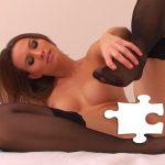 Une amatrice magnifique nue avec des bas Nylon noirs