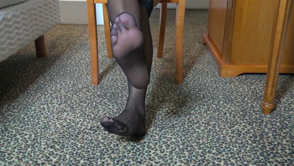 The feet of an ebony prodom