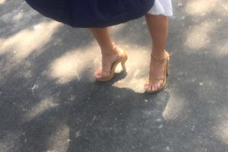 Bourgeois MILF with sexy sandals