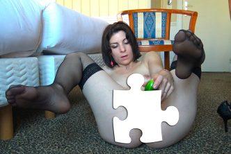 Une amatrice de 30 ans baisée avec un concombre